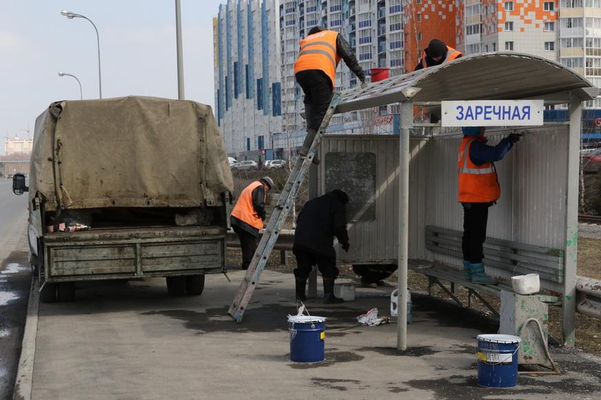 Кемеровские дорожники покрасили 90% остановочных павильонов