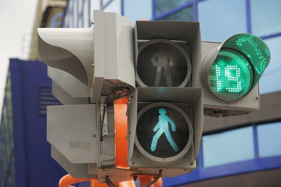 В России красный свет для пешеходов могут ограничить до 45 секунд