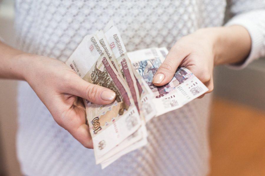 Жители России стали больше тратить
