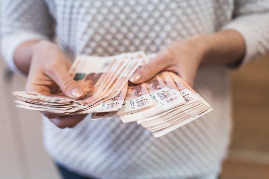 Россияне рассказали, какой способ сбережения денег они считают лучшим
