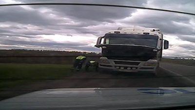 В Кузбассе спасли водителя, которого придавило кабиной грузовика