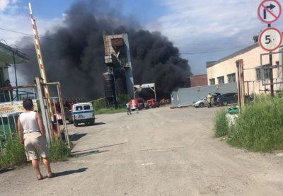 Крупный пожар в Ленинском районе Кемерова ликвидировали, пострадавших нет