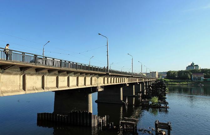 Новокузнечанин попал в больницу после падения с моста в реку Томь