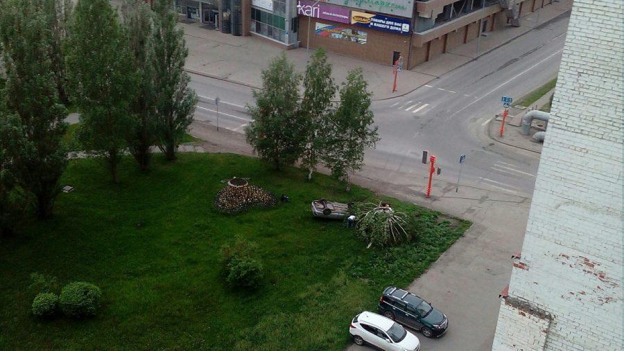 В Кемерове на ФПК перевернулся автомобиль, опубликованы фото последствий ДТП