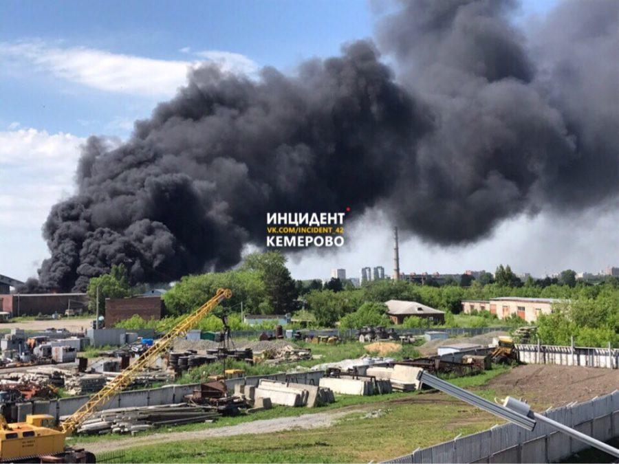 Названа предварительная причина пожара на 1 000 кв. м в Ленинском районе Кемерова