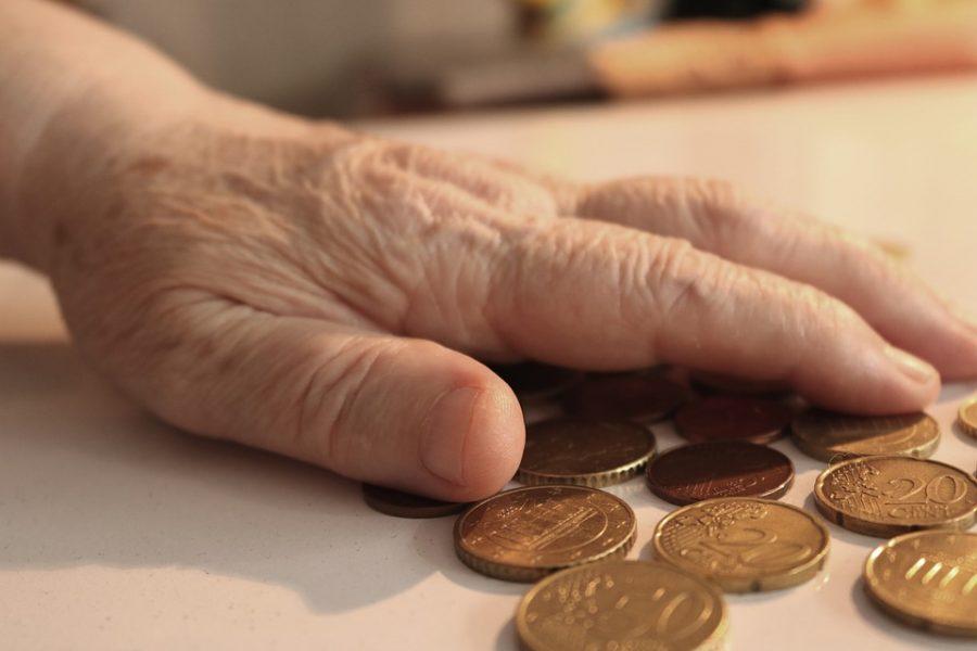 Большинство жителей России не поддерживает повышение пенсионного возраста