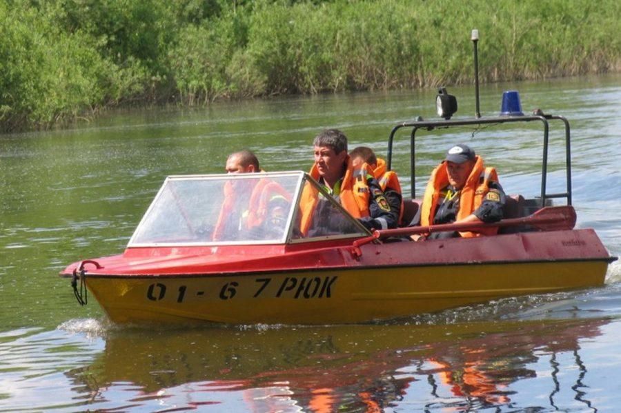 В Кемерове спасли шестилетнего мальчика, плававшего в Красном озере