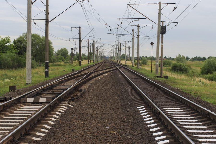 В Новокузнецке тепловоз сбил мужчину, пострадавшего госпитализировали