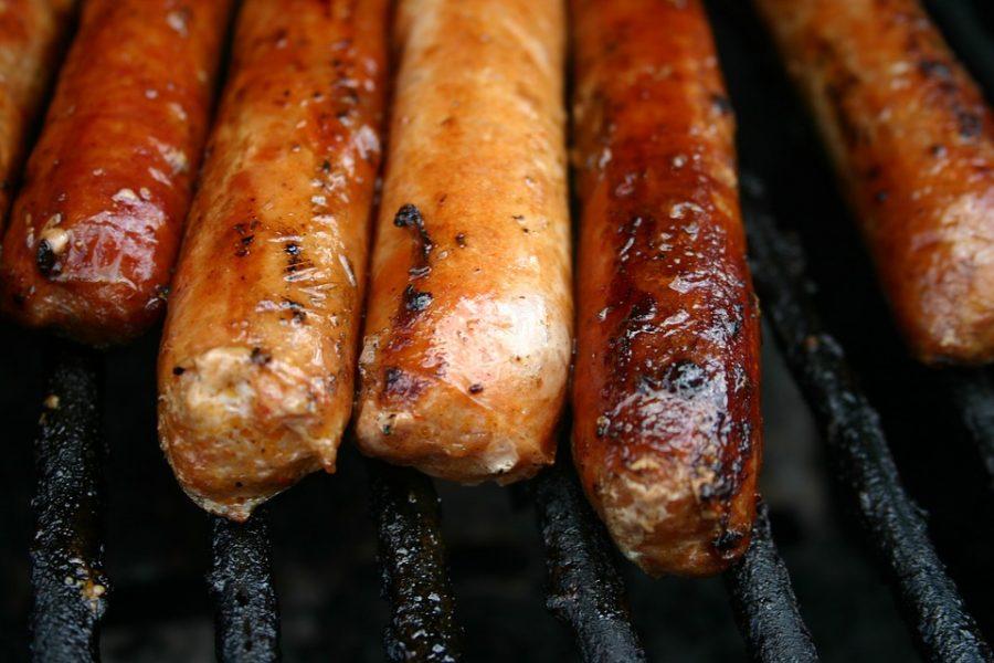 В Междуреченске магазин оштрафовали за продажу просроченных колбас и сосисок