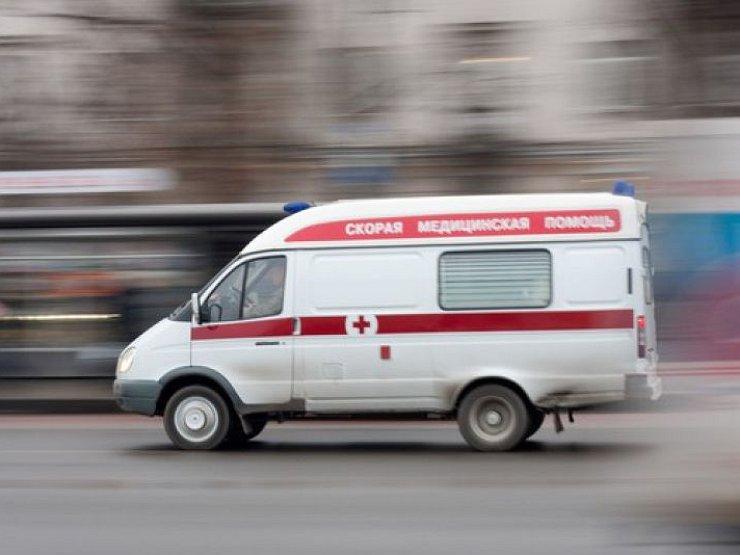 Кемеровчанина госпитализировали после падения с высоты третьего этажа