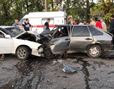 В Новокузнецке произошло серьёзное ДТП с пострадавшими, момент аварии попал на видео