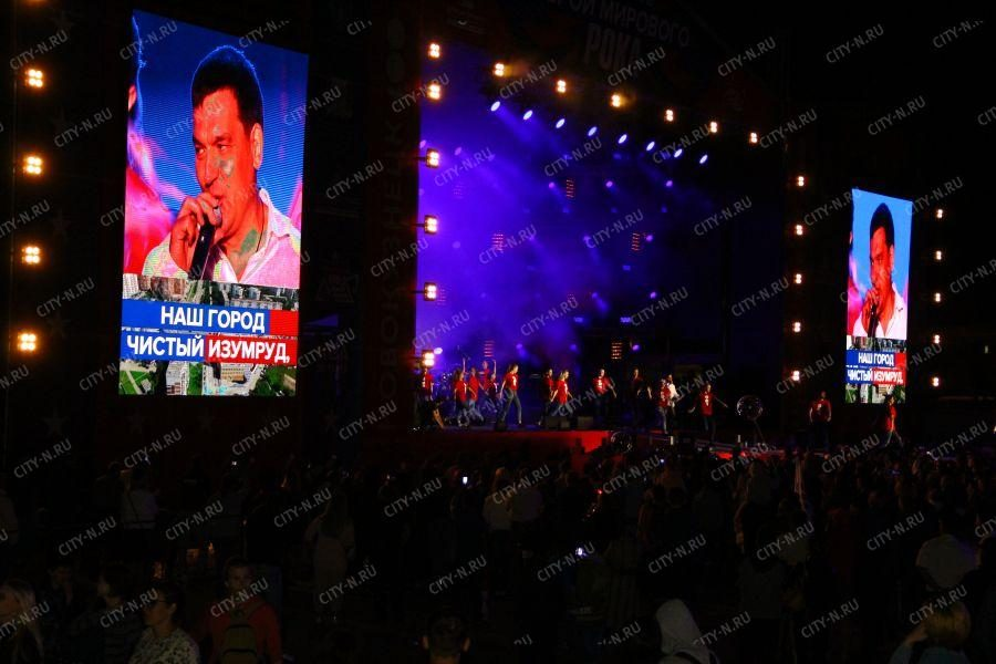Мэр Новокузнецка Сергей Кузнецов спел для горожан со сцены фестиваля Герои мирового рока