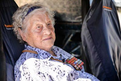 96-летняя ветеран ВОВ поучаствовала в соревнованиях по джип-триалу