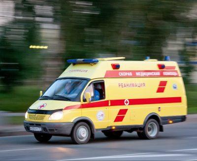 Новокузнечанин упал с пятого этажа при попытке попасть в квартиру через окно