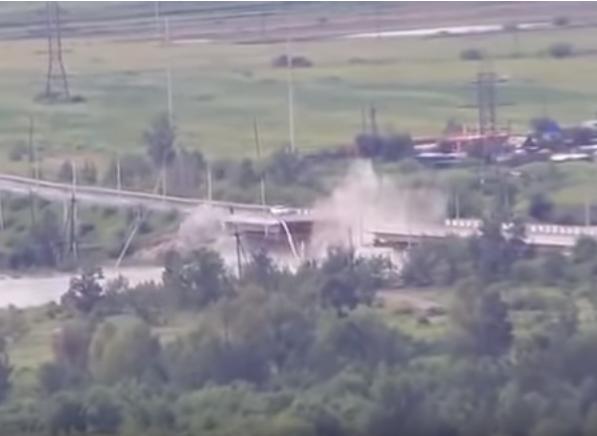 Видео: как обрушился автомобильный мост в Чите