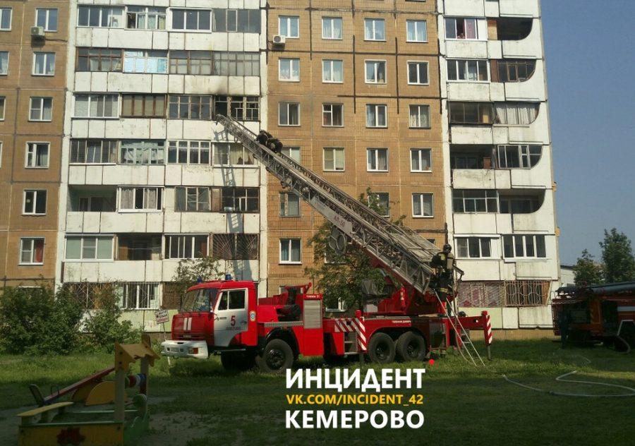 В Кемерове на Ленинградском горела десятиэтажка
