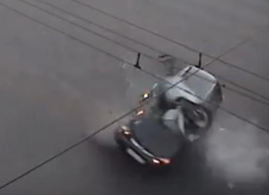 В Сети опубликовали видео момента смертельного ДТП с мотоциклистом в Кемерове