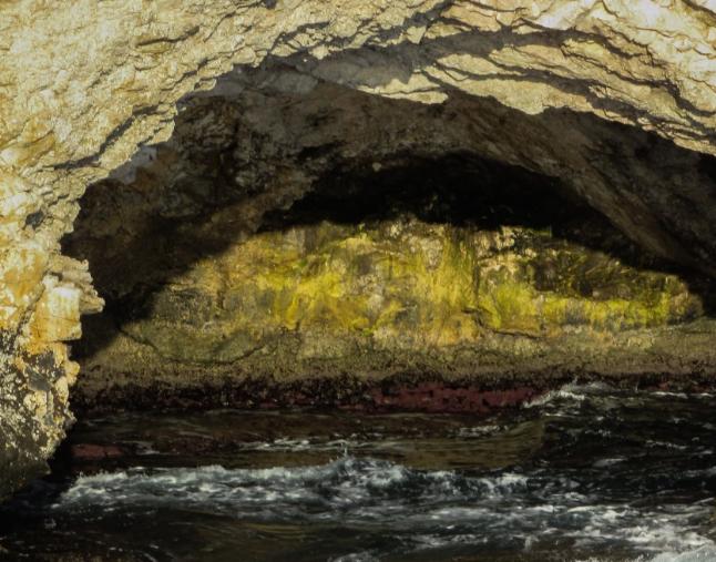 В Таиланде спасатели подняли на поверхность двух мальчиков из полузатопленной пещеры