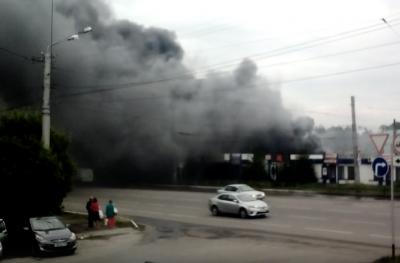 В МЧС назвали предварительную причину пожара на территории рынка в Ленинске-Кузнецком