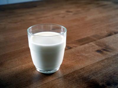 В Кузбассе компанию оштрафовали на 100 тысяч рублей за производство молока не по ГОСТу