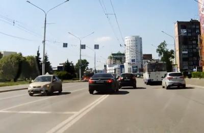 В Новокузнецке водитель Toyota Camry получил штраф за двойное нарушение ПДД