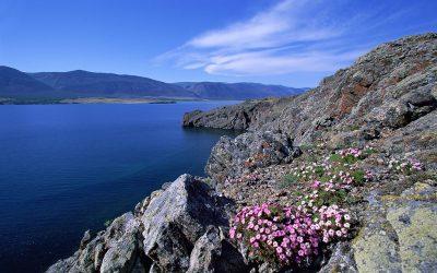 Кемеровчанин сорвался со скалы на Байкале и остался жив
