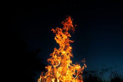 Кузбассовец сгорел в автомобиле на берегу озера
