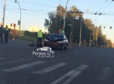 В Кемерове на Октябрьском водитель Geely насмерть сбил женщину