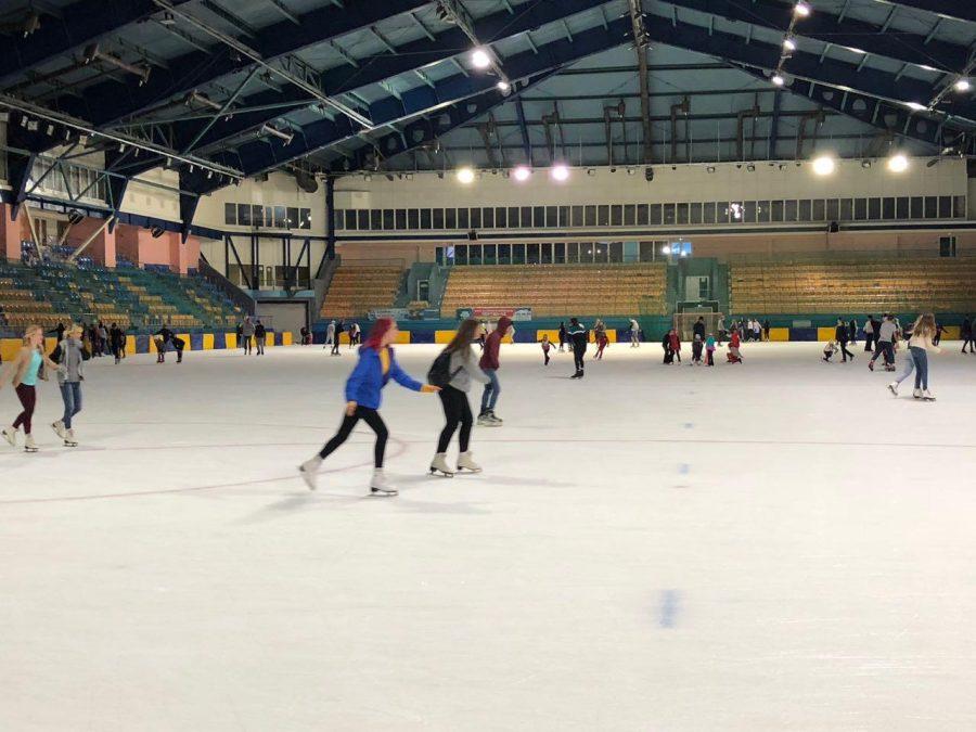 В Кемерове на стадионе «Химик» открыли сезон массовых катаний на коньках