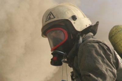 Ночью в Прокопьевске при пожаре в многоквартирном доме спасли троих человек