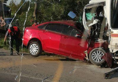 Последствия смертельного лобового ДТП с участием грузовика на трассе в Кузбассе сняли на фото