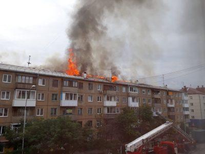 Кемеровчанам из горевшей пятиэтажки предоставят временное жильё