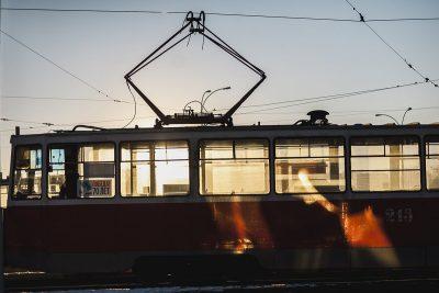 В Новокузнецке пенсионерка на два часа заблокировала движение трамваев