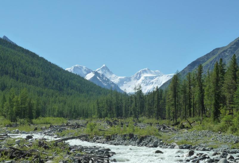 МЧС: погода ещё не позволяет спасти заблокированных в горах Алтая кузбасских туристов