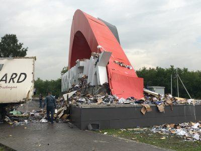 Разрушенную стелу на въезде в Новокузнецк после смертельного ДТП с фурой восстановят