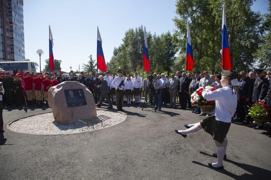 В Кемерове открыли памятник Дмитрию Медведеву