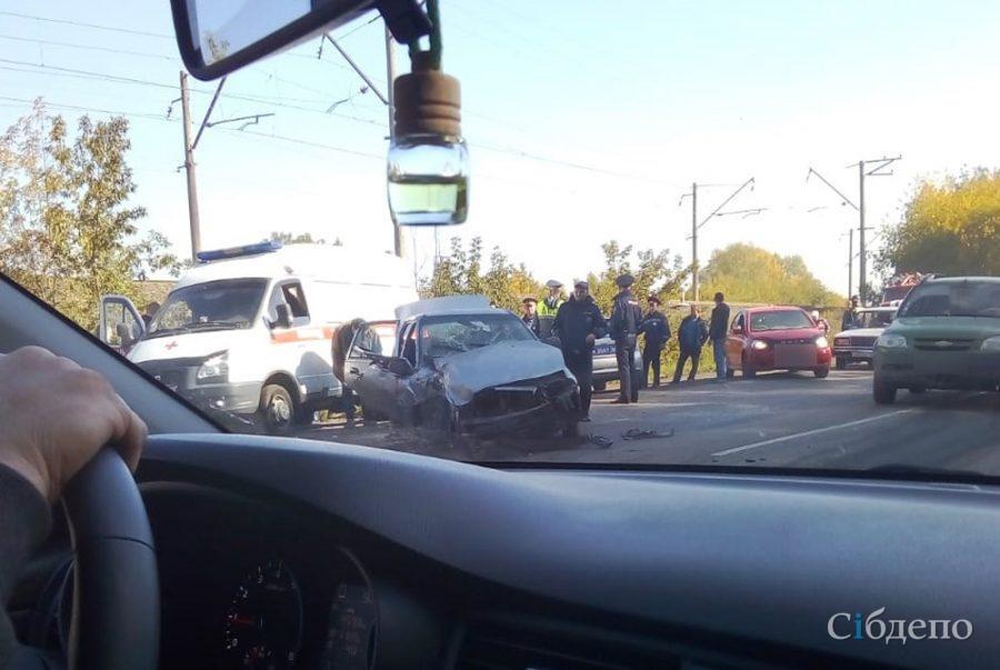 В Киселёвске последствия серьёзного ДТП попали на фото