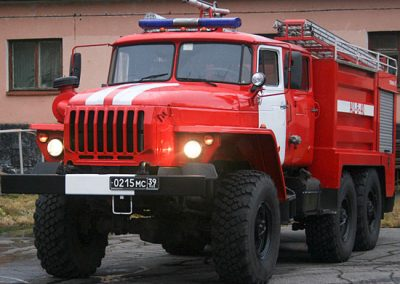 В МЧС рассказали подробности пожара в грузовике в Юрге, где спасли двоих мужчин
