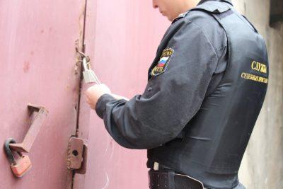В Кемерове у компании-застройщика арестовали гаражи за долги в 7,5 млн рублей
