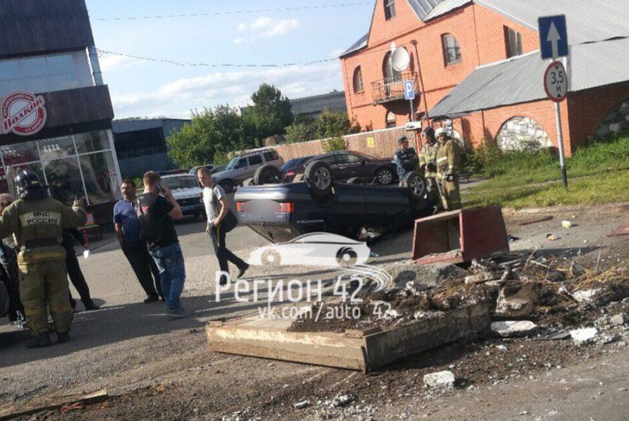 В Кемерове на Таврической перевернулась «легковушка»