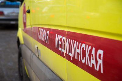 На трассе в Кузбассе при опрокидывании Mazda пострадали два человека