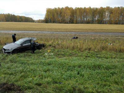 Mercedes разорвало попалам: двое жителей Кузбасса погибли в ДТП в Новосибирской области