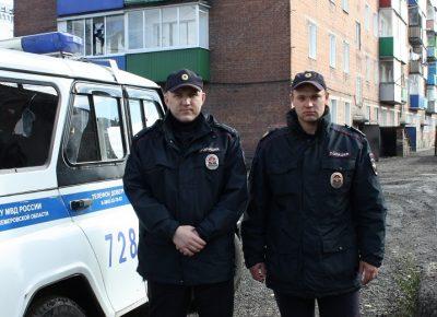 В Прокопьевске сотрудники ППС эвакуировали из горящего дома 70 человек