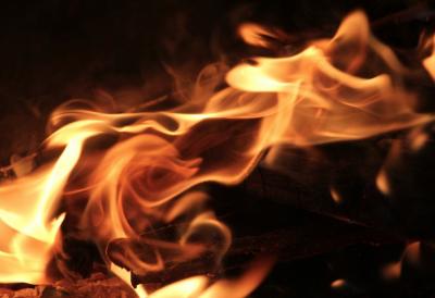 В Новокузнецке при пожаре в пятиэтажке погиб мужчина