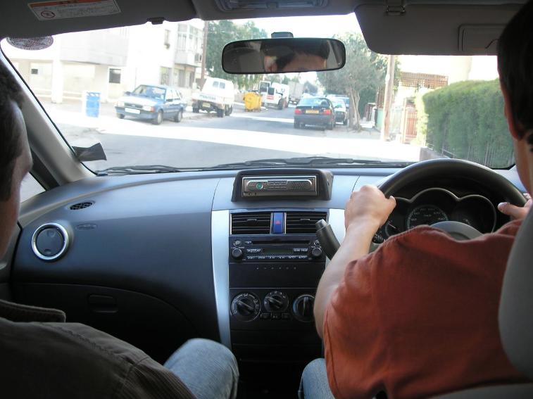В России более 8% авторынка занимают праворульные машины