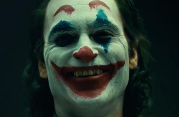 Тодд Филлипс опубликовал видео с Хоакином Фениксом в образе Джокера