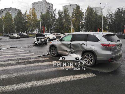 Опубликовано видео момента ДТП возле ЗАГСа Центрального района в Кемерове