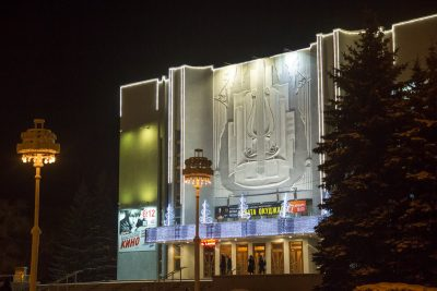 В Кемерове Татьяна Васильева и Марат Башаров представят спектакль «День сюрпризов»