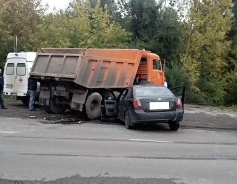 В Новокузнецке при столкновении КамАЗа и Daewoo пострадали трое, в том числе ребёнок