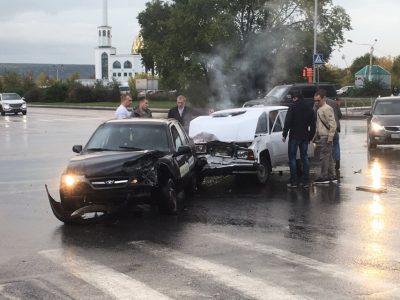 Последствия серьёзного ДТП с участием автомобиля такси в Кемерове сняли на видео